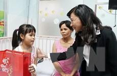 Lãnh đạo TP.HCM tặng quà Tết cho các bệnh nhi có hoàn cảnh khó khăn