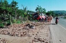 Xe tải đâm vào đuôi xe khách trên đường Hồ Chí Minh, một người chết