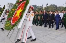 Dâng hương tri ân Chủ tịch Hồ Chí Minh và Chủ tịch Tôn Đức Thắng