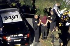 """Cận cảnh cảnh sát Mỹ """"bắt nóng"""" nghi phạm vụ xả súng ở Florida"""