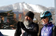 Đạp xe 1 năm từ Thụy Sĩ đến Hàn Quốc cổ vũ con trai thi đấu Olympic