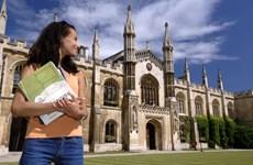 Chính phủ Anh xem xét điều chỉnh mức tính học phí đại học