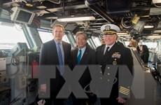 Hình ảnh Đại sứ Việt Nam thăm tàu sân bay USS George H.W. Bush