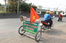 Cán bộ truyền thanh xã tự chế xe hút đinh trên Quốc lộ 1A