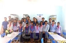 """Trao tặng """"Tủ sách Đinh Hữu Dư"""" cho học sinh miền núi Bình Định"""