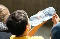 Cứu bé 17 tháng tuổi uống nhầm xăng đựng trong chai nước giải khát