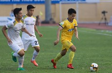 Tổng hợp vòng 4 V-League: Than Quảng Ninh vũng vàng ngôi đầu
