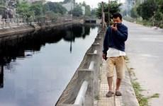 Gần 2.000 người dân khốn khổ sống bên cạnh dòng sông ô nhiễm, bốc mùi