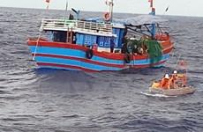 Đưa thuyền viên bị bệnh nguy kịch ở vùng biển Hoàng Sa vào đất liền
