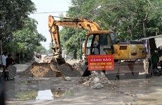 Nghệ An: Người dân dỡ bỏ gạch đá chắn đường Phạm Hồng Thái