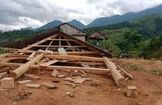 Lốc xoáy làm sập, tốc mái nhiều nhà dân ở miền núi Trọng Hóa