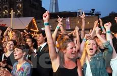 """Cầu London """"thất thủ"""" trong tiệc mừng chiến thắng lịch sử của đội Anh"""
