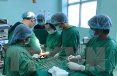 Phẫu thuật khối u buồng trứng nặng 18kg cho một cô gái