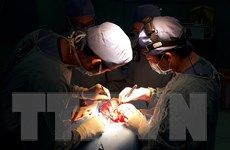 """""""Sửa"""" biến dạng hộp sọ kèm não úng thủy cho 2 bệnh nhân"""