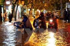 Hàng chục điểm ngập úng nội thành Hà Nội trong cơn mưa lớn