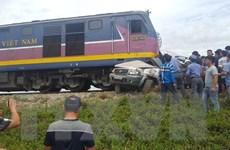 Nghệ An: Va chạm giữa tàu hỏa và ô tô khiến 4 người thương vong