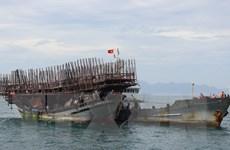 Lai dắt về bờ an toàn tàu cá cùng 53 ngư dân gặp nạn trên biển
