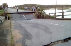 Sập cầu trên đường huyết mạch, một huyện ở Bình Thuận bị chia cắt