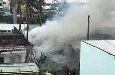 TP Hồ Chí Minh: Cháy lớn tại khu nhà dưới chân cầu Bình Lợi