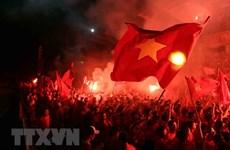 AFC phạt VFF 12.500 USD do để cổ động viên Việt Nam đốt pháo sáng