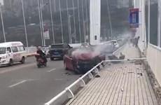 Xe buýt va chạm xe con và lao xuống sông Dương Tử gây thương vong