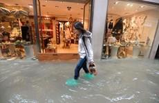 """Thời tiết xấu hoành hành, Venice """"chìm"""" trong biển nước"""