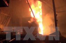 Cháy xưởng gỗ trong đêm, nhiều người dân hoảng loạn