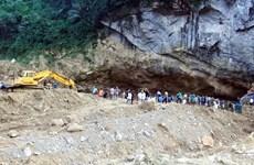 Vụ sập hang khai thác vàng ở Hòa Bình: Đưa thêm 4 máy xúc vào hang