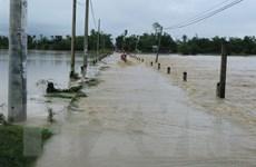 Bão số 9 khiến nhiều nơi ở Khánh Hòa bị sạt lở, ngập lụt, cô lập
