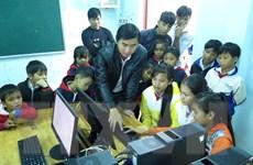 Trợ sức đến trường cho học sinh nơi bác sỹ Đặng Thùy Trâm hy sinh