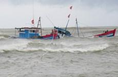 Cứu 10 thuyền viên người nước ngoài gặp nạn trên vùng biển Côn Đảo