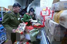Hà Nội tạm giữ số lượng lớn bánh kẹo, thực phẩm không rõ nguồn gốc