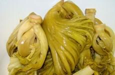Cần Thơ tiêu hủy hơn 2 tấn dưa cải có chứa chất vàng ô
