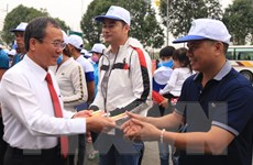 """""""Chuyến xe nghĩa tình"""" đưa 1.000 công nhân về quê đón Tết"""