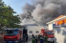 Đang cháy lớn ở công ty sản xuất đế giày tại thị xã Thuận An