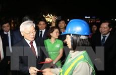 Hình ảnh Tổng Bí thư thăm, chúc Tết cán bộ, nhân dân đêm Giao thừa