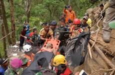 Indonesia dùng máy xúc để cứu người mắc kẹt trong vụ sập hầm mỏ