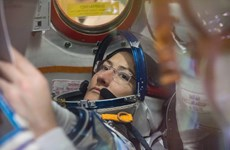 2 nhà du hành nữ không được ra ngoài không gian do... thiếu trang phục