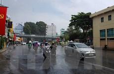 """TP.HCM đón """"mưa vàng"""" giải nhiệt ngày đầu tiên trong kỳ nghỉ lễ"""