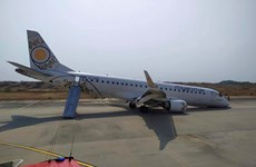 """Máy bay Myanmar chở gần 90 người hạ cánh bằng """"bụng"""""""