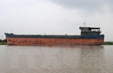 Tàu thủy đâm va vào gầm cầu An Thái qua sông Kinh Môn