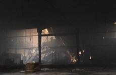 Hỏa hoạn thiêu rụi hàng trăm m2 xưởng sản xuất đồ gỗ ở Đồng Nai