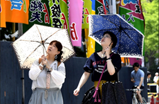 Nắng nóng cực đoan tại Nhật Bản, mưa bão ở Trung Quốc
