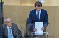 Áo: Thủ tướng trẻ tuổi nhất châu Âu bị phế truất, sa thải nội các