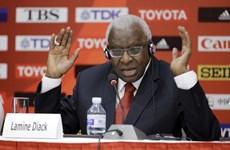Cựu Chủ tịch Liên đoàn điền kinh thế giới và con trai phải hầu tòa