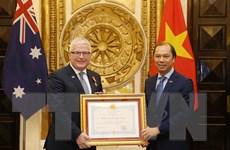 Trao Huân chương Hữu nghị tặng Đại sứ Australia Craig Chittick