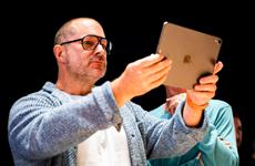 Điều gì khiến huyền thoại thiết kế của Apple Jony Ive rời công ty?