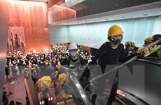 Chính quyền Hong Kong lên án người biểu tình hành động quá khích