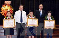 Thành phố Hồ Chí Minh tuyên dương hơn 600 học sinh giỏi tiêu biểu