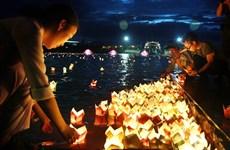 Thả hơn 15.000 hoa đăng tưởng nhớ anh hùng liệt sỹ trên sông Thạch Hãn